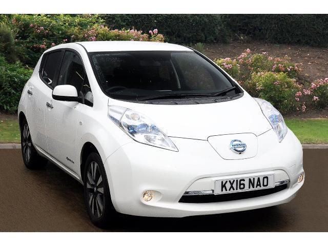used nissan leaf tekna 30kwh 5dr auto 6 6kw charger electric hatchback for sale car credit. Black Bedroom Furniture Sets. Home Design Ideas